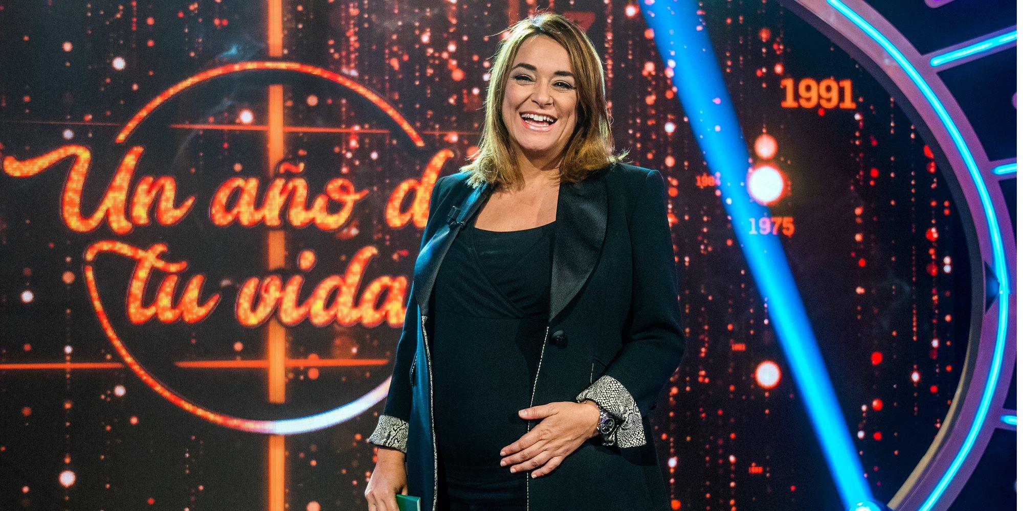 Toñi Moreno presume orgullosa de sus 5 meses de embarazo en el trabajo