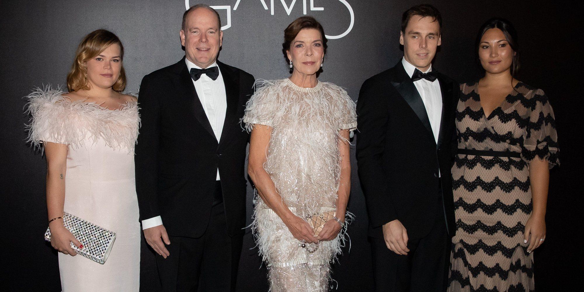 Elegancia y buen rollo familiar: Alberto y Carolina de Mónaco posan con Camille Gottlieb, Louis Ducruet y Marie Chevallier