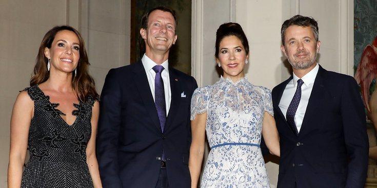 El emotivo reencuentro entre Federico y Mary de Dinamarca y Joaquín y Marie de Dinamarca en Paris