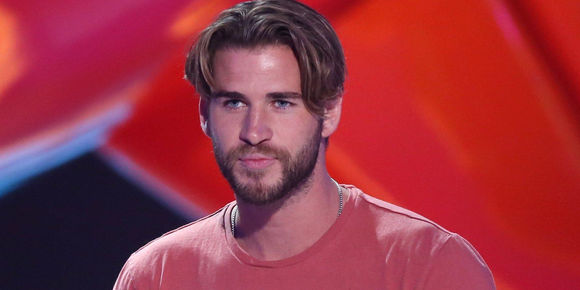 Liam Hemsworth olvida a Miley Cyrus paseando de la mano de otra actriz por las calles de Nueva York