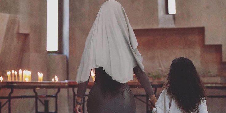 Kim Kardashian comparte fotografías de su bautizo en Armenia con sus hijos