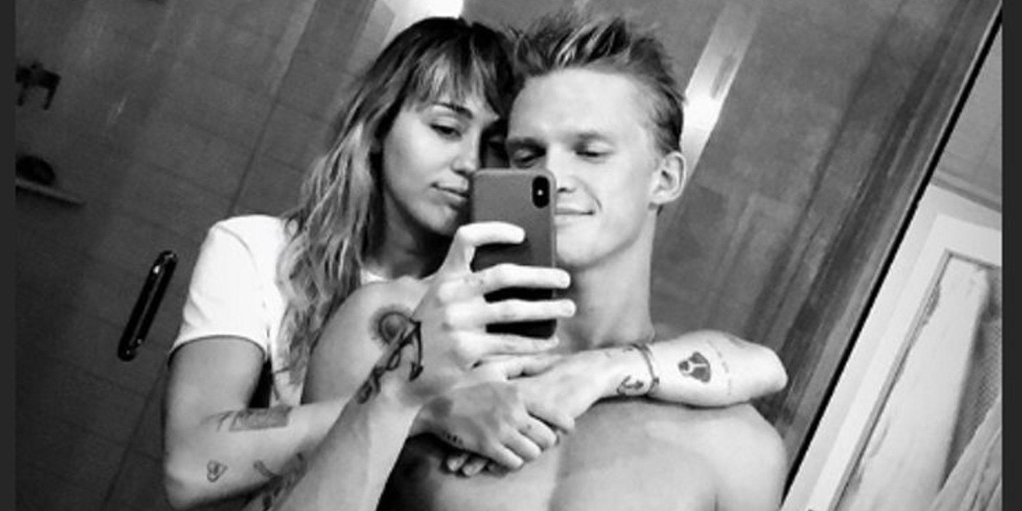 El beso de Miley Cyrus y Cody Simpson que confirma su relación