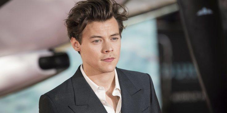 Harry Styles revela que guarda la ropa de sus conciertos en una especie de nevera con vigilancia 24 horas