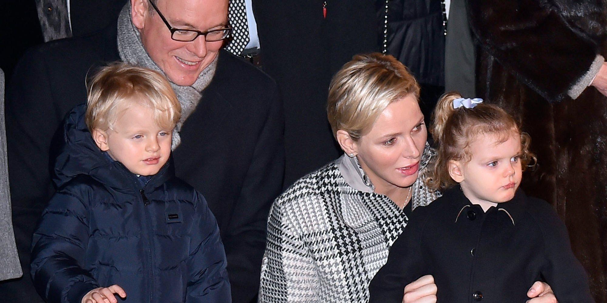 Charlene de Mónaco y sus hijos Jacques y Gabriella se unen a Alberto de Mónaco en Japón tras su ausencia en la entronización