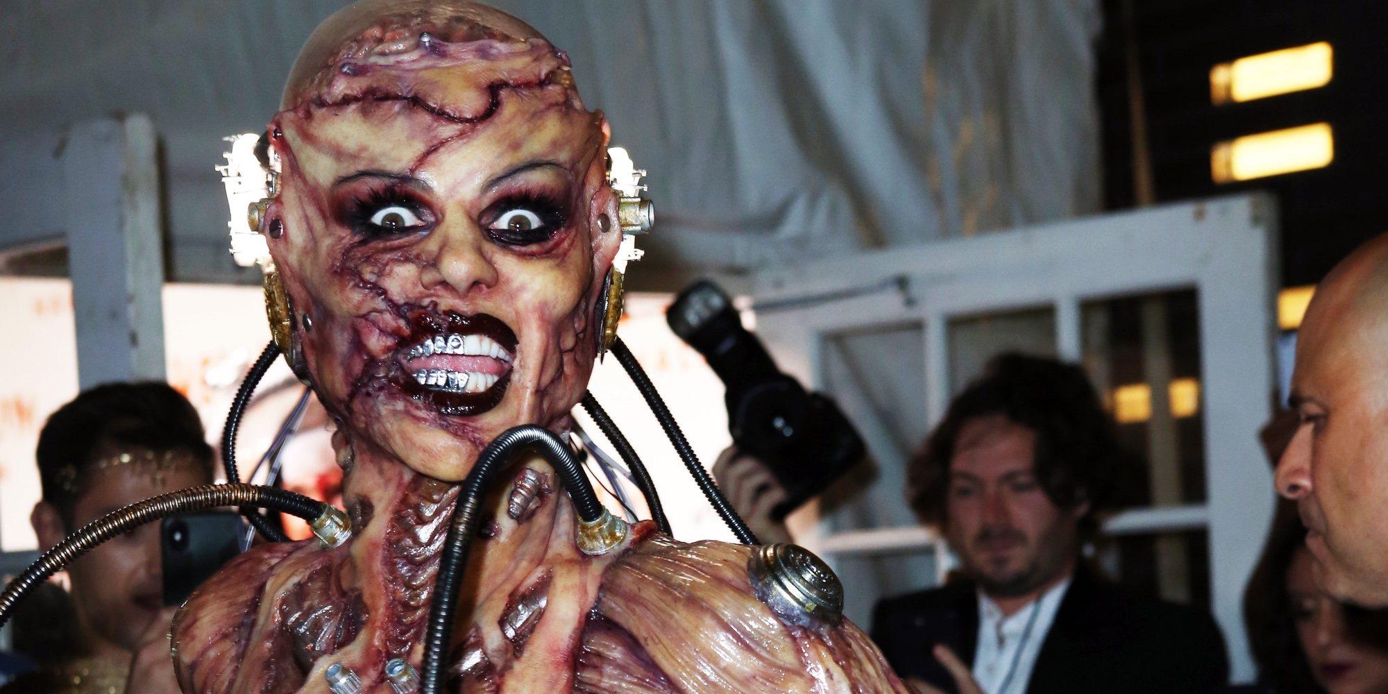 Heidi Klum apuesta por un espeluznante disfraz de alienígena para Halloween 2019