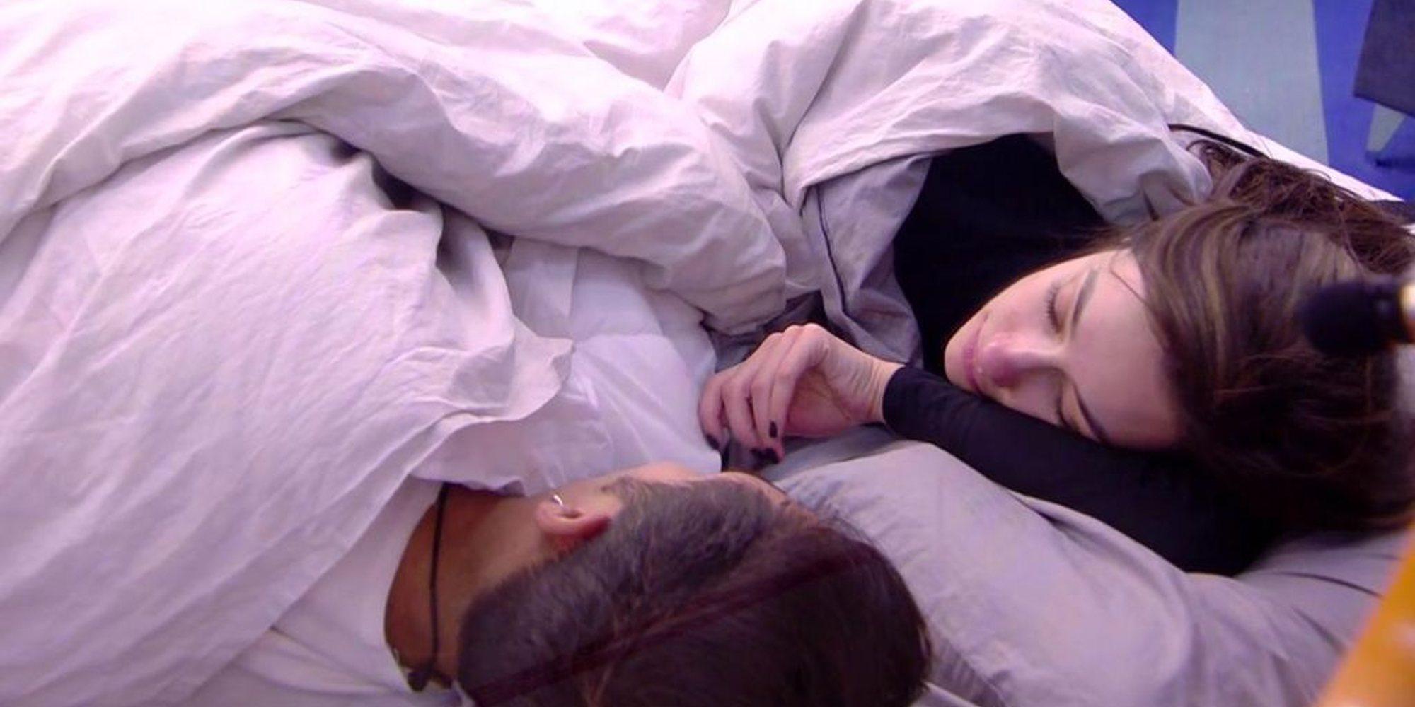"""Adara y Gianmarco, muy juntos entre las sábanas en 'GH VIP 7': """"Estás loco"""""""