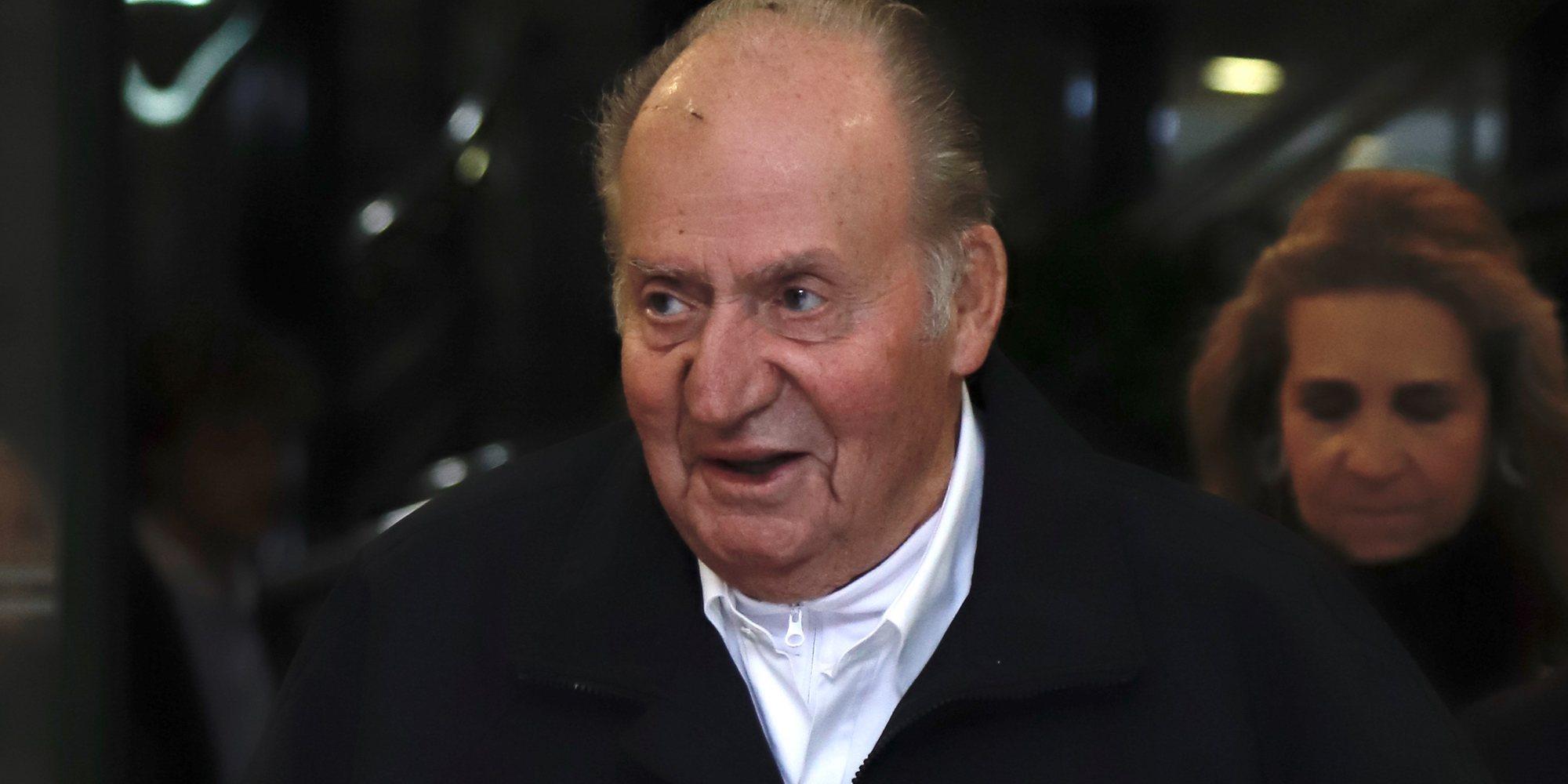 El Rey Juan Carlos I viaja hasta Sanxenxo para animar a la Infanta Elena en las regatas