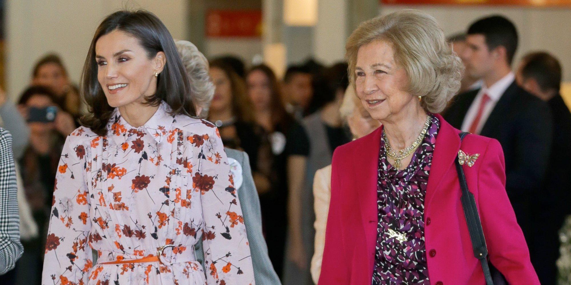 Las compras de la Reina Letizia y la Reina Sofía en el rastrillo: adornos y regalos para las Infantas Elena y Cristina