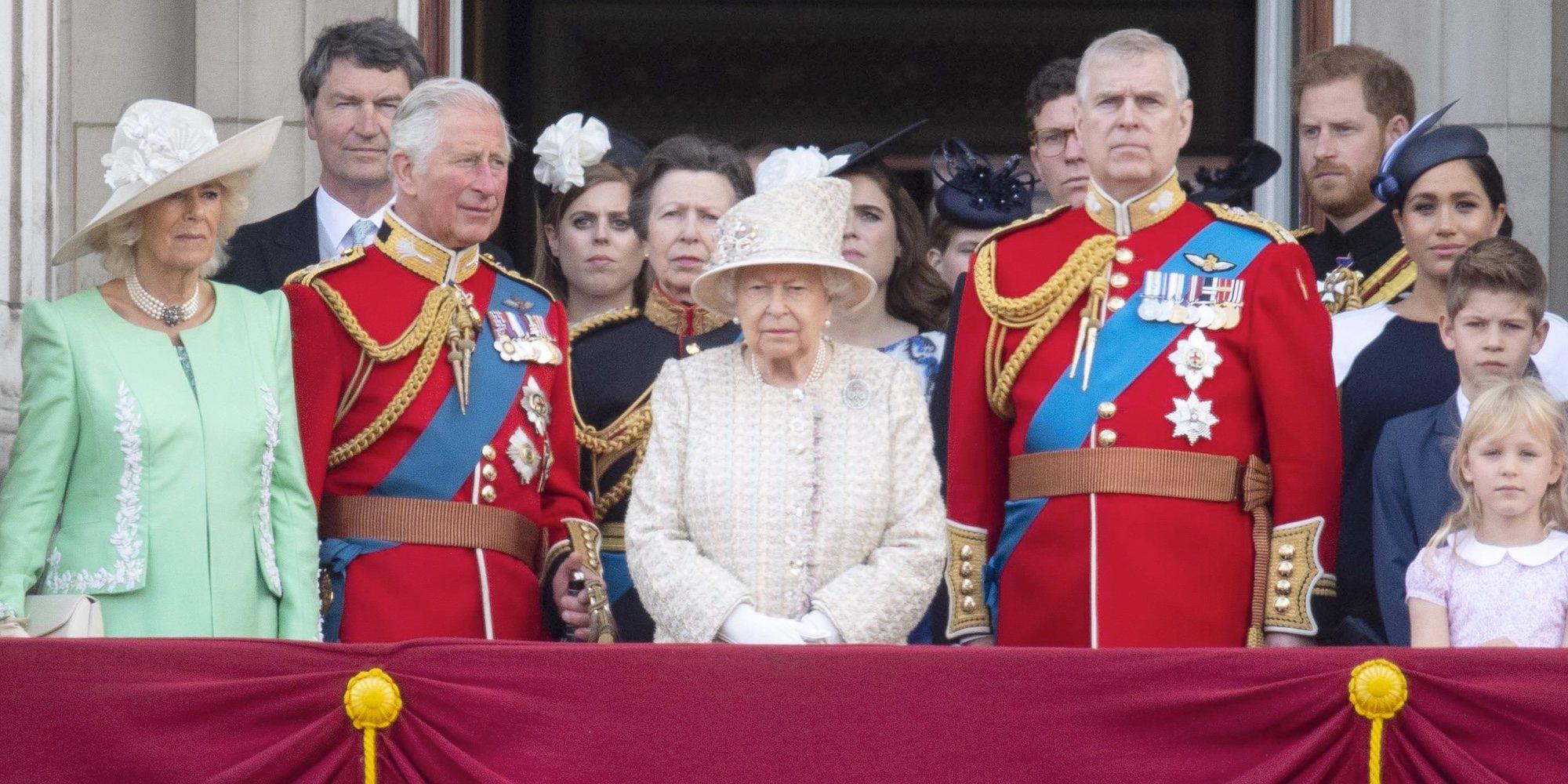 La retirada del Príncipe Andrés hace revivir la peor crisis que sacudió a la Familia Real Británica