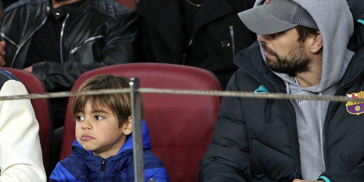 Gerard Piqué se lleva a su hijo Milan al partido del Barça de la Champions League