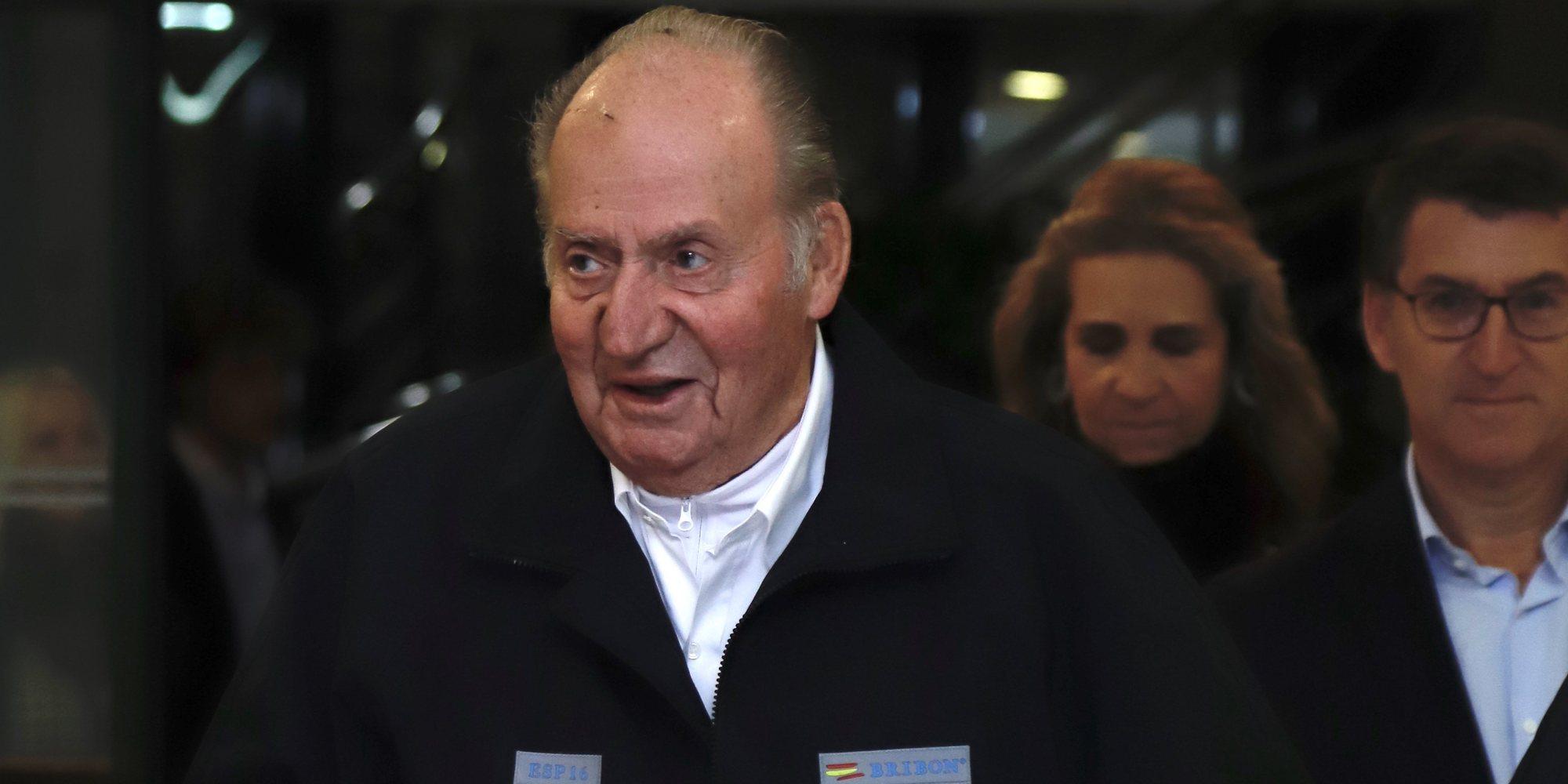 El Rey Juan Carlos viaja a los Emiratos Árabes para animar a Carlos Sainz Jr en el Gran Premio de Fórmula 1