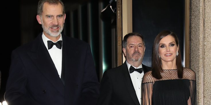 Los Reyes Felipe y Letizia entregan los Mariano de Cavia mientras Pedro Sánchez y Begoña Gómez visitan a la Reina Isabel