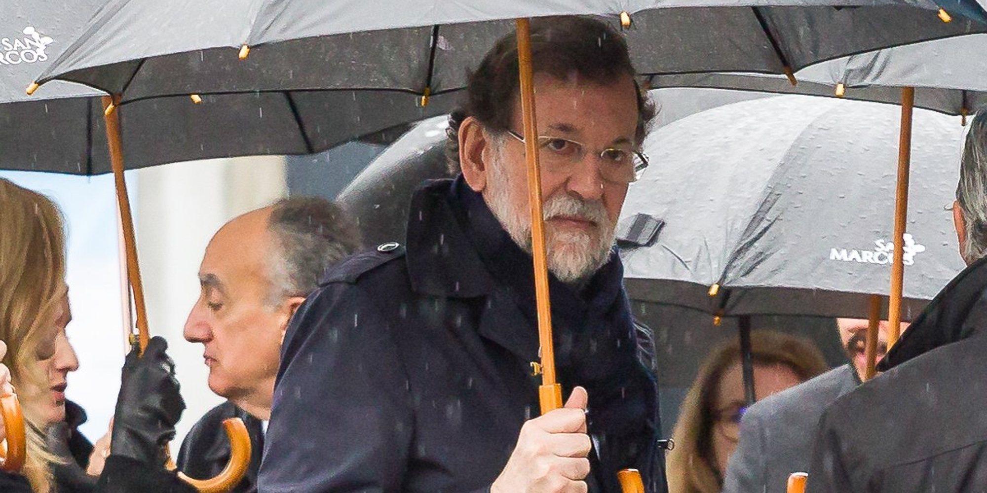 Mariano Rajoy, arropado por sus compañeros del PP en el entierro de su hermana Mercedes Rajoy