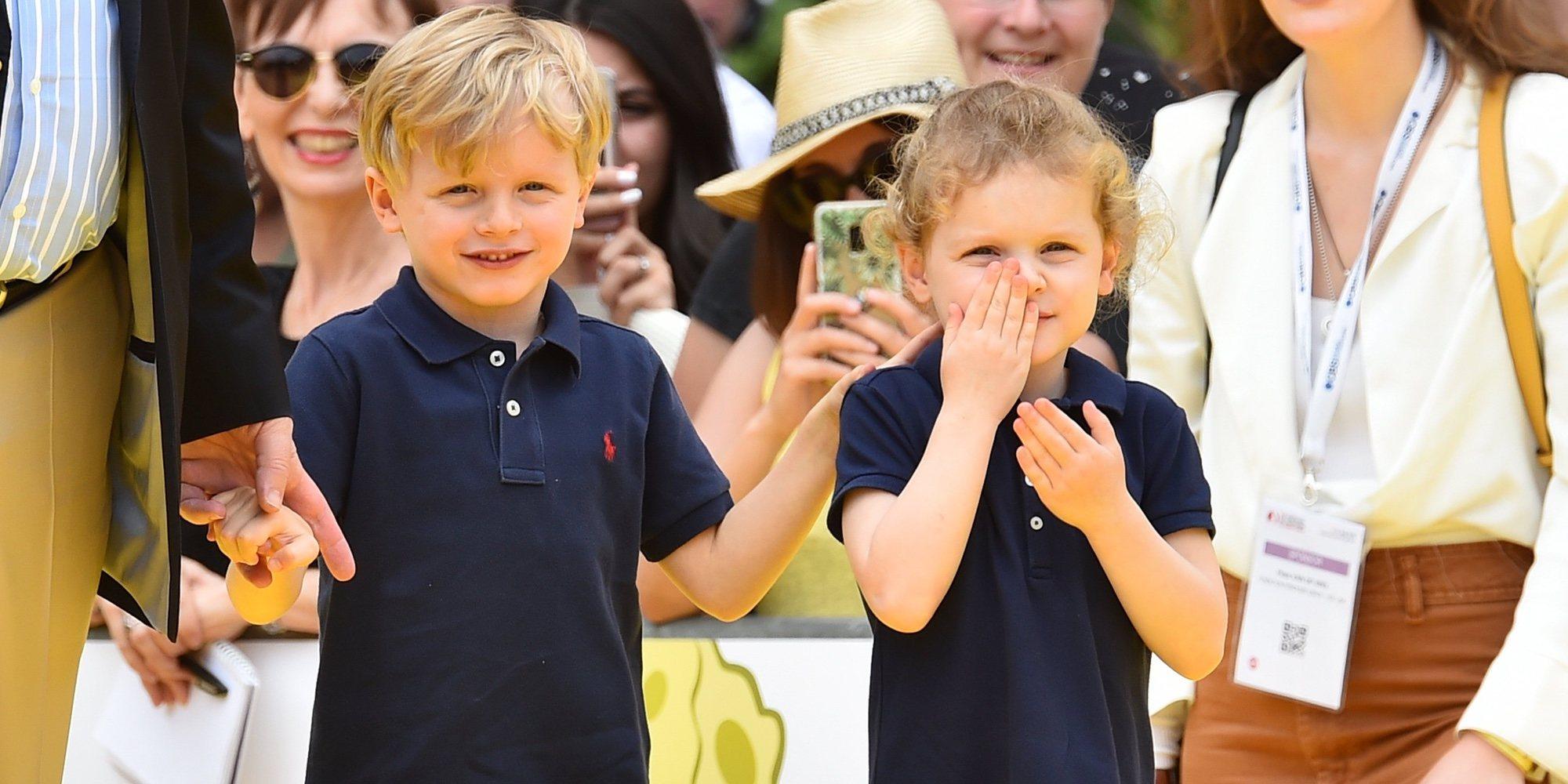 Los Príncipes Alberto y Charlene felicitan la Navidad 2019 con Jacques y Gabriella como protagonistas