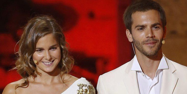 Natalia Sánchez y Marc Clotet imitan la foto que usaron para felicitar el año 2019 con un miembro más en 2020
