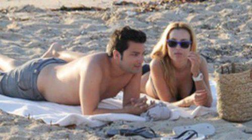 Berta Collado disfruta de unas vacaciones en Ibiza junto a un amigo
