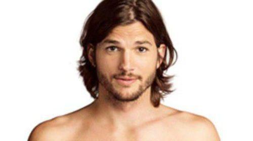 Ashton Kutcher se desnuda para promocionar 'Dos hombres y medio'