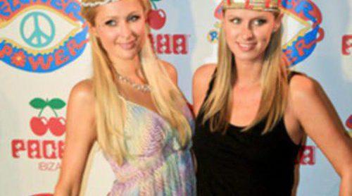 Nicky y Paris Hilton revolucionan la fiesta 'Flower Power' en Ibiza junto a numerosos famosos