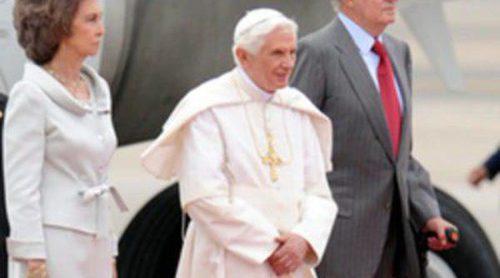 Los Reyes, el presidente Zapatero y Mariano Rajoy reciben al Papa Benedicto XVI en Madrid