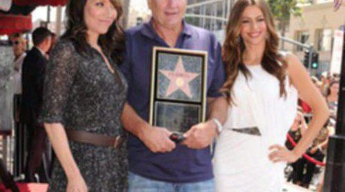 Ed O'Neill recibe una estrella en el Paseo de la Fama junto a Katy Sagal y Sofía Vergara