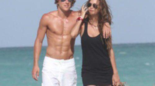 Diego Forlán y Zaira Nara, merecidas vacaciones en Miami Beach