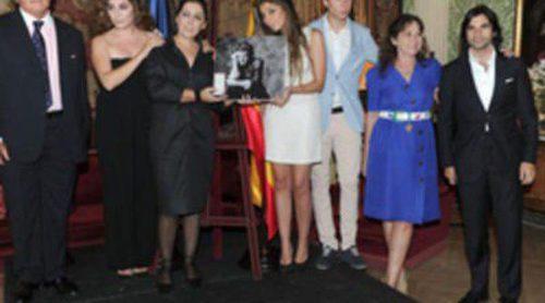 La familia de Enrique Morente recoge su distinción de Caballero de la Legión de Honor de Francia