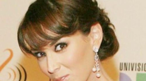 La actriz Jacqueline Bracamontes da el 'sí quiero' a Martín Fuentes: 'Me casé con el amor de mi vida'