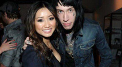 Trace Cyrus, hermano de Miley Cyrus, y Brenda Song se comprometen