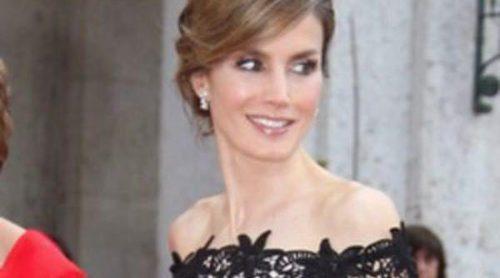 La Princesa Letizia posa con Conchita Martínez, Laia Marull y otras mujeres de su generación por su 40 cumpleaños