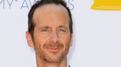 El actor de 'True Blood' Denis O'Hare anuncia en los Emmy 2012 que adoptará un niño con su marido Hugo Redwood