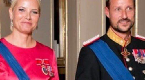 Los Reyes y los Príncipes Haakon y Mette-Marit de Noruega ofrecen una cena de gala en honor al presidente de Finlandia