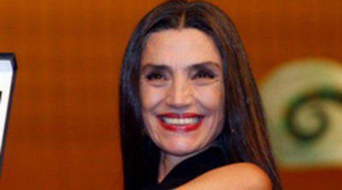 Ángela Molina recibe la Espiga de Honor de la Seminci 2012 con Paco León y Elena Anaya como testigos