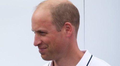 El Príncipe Guillermo usa la lengua de signos para una condecoración con la orden del Imperio Británico