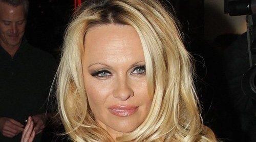 Pamela Anderson y Jon Peters se casan 30 años después de haber estado juntos