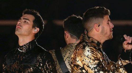 Los Jonas Brothers presentan 'Five more minutes' en su actuación en los Grammy 2020