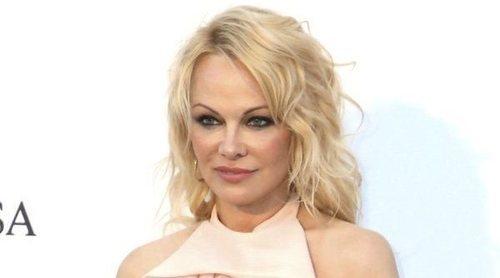 Pamela Anderson se divorcia de Jon Peters 12 días después de su boda secreta