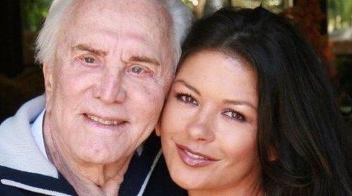 Catherine Zeta-Jones, muy triste por la muerte de su suegro Kirk Douglas: 'Siempre te querré'