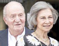 Los Reyes Juan Carlos y Sofía recuperan la sonrisa por separado tras su mala racha
