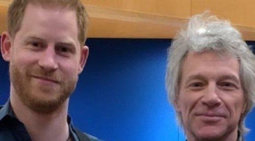 Jon Bon Jovi pone a cantar al Príncipe Harry por una buena causa y con el apoyo de Buckingham Palace