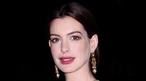 Anne Hathaway dejó de ser católica junto al resto de su familia cuando supieron que su hermano era gay