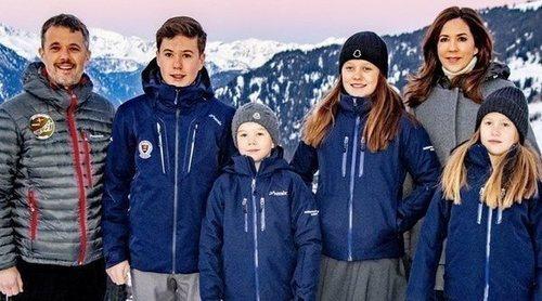 Federico y Mary de Dinamarca y sus cuatro hijos abandonan su estancia en Suiza y regresan a Dinamarca por el coronavirus