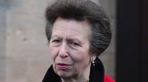 La Princesa Ana desafía al coronavirus con una visita a un centro ecuestre en Inglaterra