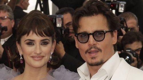 Penélope Cruz defiende a su amigo Johnny Depp en su juicio contra Amber Heard