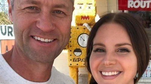 Lana Del Rey y Sean Larkin rompen su noviazgo: 'Nos seguimos cayendo igual de bien que el primer día'