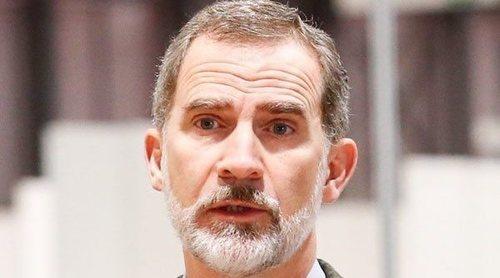 El Rey Felipe acierta en la crisis del coronavirus: visita al hospital de campaña de IFEMA y muestra fotos de su teletrabajo