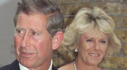 El Príncipe Carlos de Inglaterra y Camilla Parker celebran 15 años de amor con sus mascotas