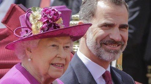 La llamada del Rey Felipe para hablar con la Reina Isabel y el Príncipe Carlos de Inglaterra sobre el coronavirus