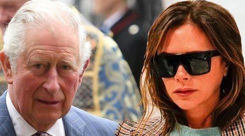 El gesto con el que el Príncipe Carlos ha dejado en evidencia a Victoria Beckham delante de todo el Reino Unido