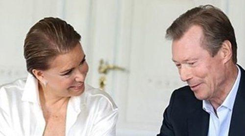 Los Grandes Duques de Luxemburgo conocen a su nieto Carlos a través de una videollamada
