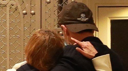 El emotivo abrazo de apoyo y consuelo entre Ana Obregón y Alessandro Lequio tras la muerte de su hijo Álex Lequio